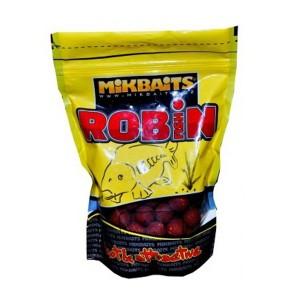 Robin Fish je úplne nové boilie, ktoré je svojou charakteristikou niečo medzi Express a Spicemanom. S prv menovaným má spoločné omieľanie a rýchlosť účinku, s druhým zase silnú korenistú chuť. Jeho špecifikum je v tom, že sme do neho okrem rokmi osvedčeného Robin Redu zrejme ako prvý v Európe použili nové druhy Robina od Haiths - Robin Gold, Robin Green a Robin Orange. V súčte to dáva nesmierne atraktívne boilies, ako stvorené pre krátke vychádzky alebo preteky. Samozrejme, nie je žiadny problém s ním vyraziť na týždeň či dlhšie, pretože má kvalitný základ v rybích múčkach, mliečnych proteínoch a vtáčích zobech. Teraz je na vás, aby ste vyskúšali jeho šesť skvelých príchutí.